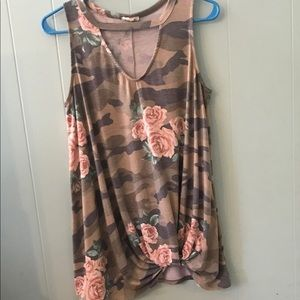 Camofloral size knot cut out tank